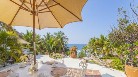 Breakfast comes with a Pacific Ocean view at Villas Fa Sol Huatulco