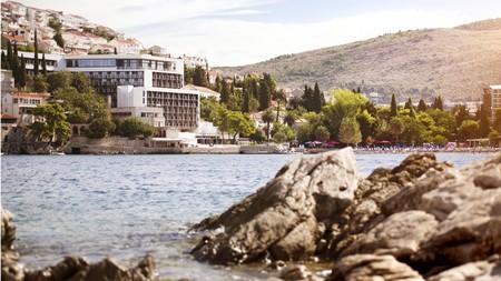 Hotel Kompas is set right on the pebbly Uvala Lapad beach