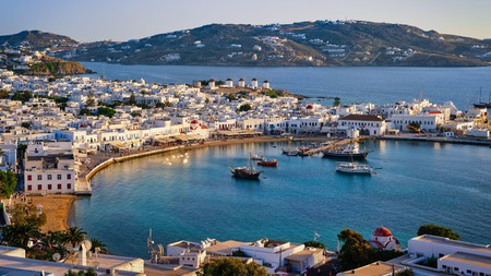 The party never stops on Mykonos thanks to these top bars on the island