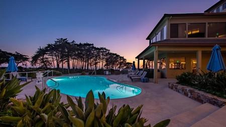 Seascape Beach Resort offers a slice of nostalgic California luxury in Santa Cruz
