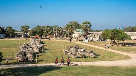 Walk the walls and ramparts of the restored Jaffna Fort, built in 1618 by the Portuguese and occupied by the Dutch in 1658 untill the end of the 18th century