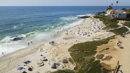 Join the beachgoers who line the sands of Windansea in La Jolla