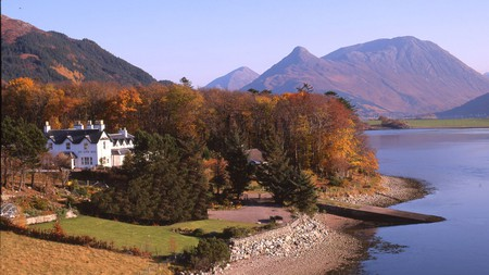 Discover spectacular scenery and unique places to stay on a trip to the Scottish Highlands