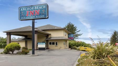 Anchor Beach Inn is a pet-friendly option near Redwood National Park in northern California