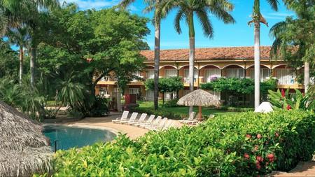The Tamarindo Diria Beach Resort has multiple pools