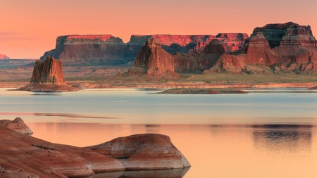 Extraordinary landscapes such as Padre Bay on Lake Powell make Utah the ideal spot for outdoor enthusiasts