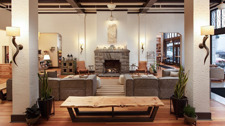 Relax in style after a busy day exploring nearby Eagle Rock in Oregon