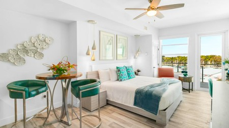 For an upscale home-from-home feel, book into the Cape Crossing Resort and Marina in Florida