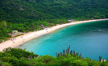 Enjoy Arraial do Cabo's beautiful sandy beaches on a budget with a stay in these hostels