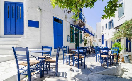 Discover the best bars in Tinos and dance the night away with a glassful of Greece's favourite drink, ouzo