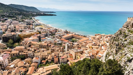 With a gorgeous coastline and pretty old town, there are many things to do in Cefalù