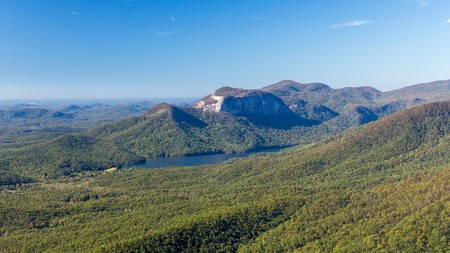 Marvel at the stunning landscapes of Table Rock State Park with a stay at these nearby hotels