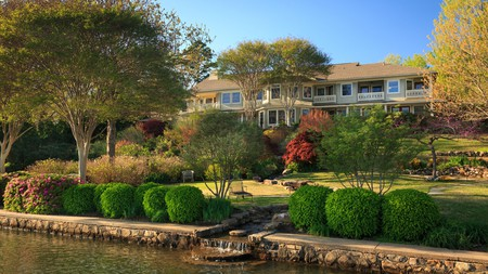 Lookout Point Lakeside Inn offers lush grounds amid a cozy, old-world atmosphere