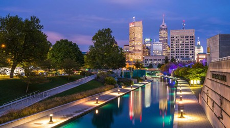 Take a stroll through the city center of Indianapolis and soak up the spirited scenes of this modern metropolis