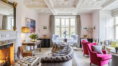 With its stylish interior and rustic surroundings, Slaughters Manor is the quintessence of English country charm