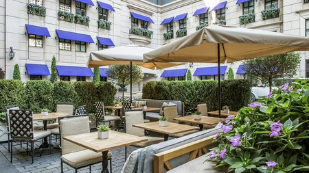 The Waldorf Astoria is an elegant option for stays near Chicago's Lincoln Park