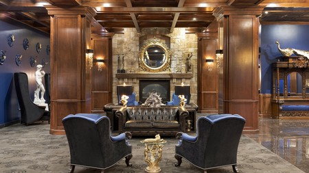 You don't have to sacrifice style during your stay near the Knoxville Raceway in Iowa