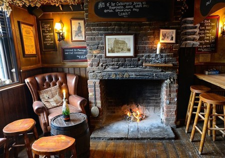 The Black Horse Inn is perfect for those who are looking for exposed brick walls and cosy fireplaces in a storied setting