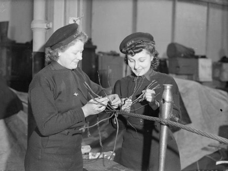 Two women working for the Navy in WWII | © Fae/WikiCommons