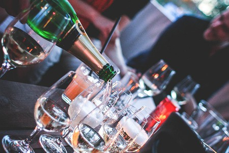 Pouring a Bottle of Champagne | © VIKTOR HANACEK/picjumbo