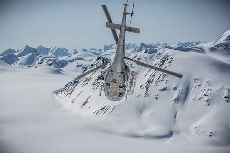 Alpine take off at Last Frontier Heliskiing | © Ponyrider22/Wikicommons