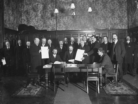 The nomination of John Edward Redmond, nationalist MP, at Waterford Court House, 1910