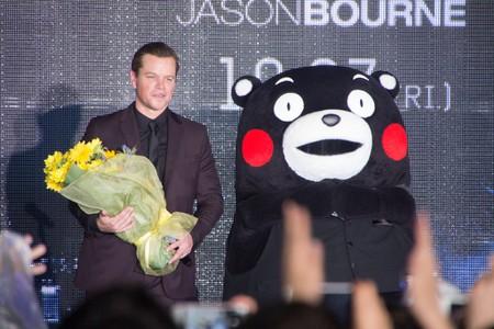 Matt Damon and Kumamon celebrate the Jason Bourne premiere in Japan in 2016