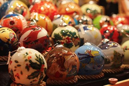 By the 1890s, Woolworth's Department Store in the United States was selling $25 million in German-imported ornaments made of lead and hand-blown glass.