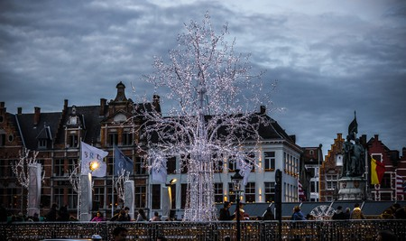 Christmas tree out of lights | © Shaun Dunhill/Flickr