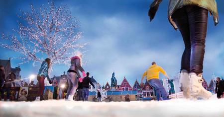 Ice skating on the Grote Markt | © Jan d'honda/courtesy of Toerisme Brugge