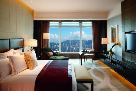 Deluxe Victoria Harbor Room © Ritz Carlton Hong Kong