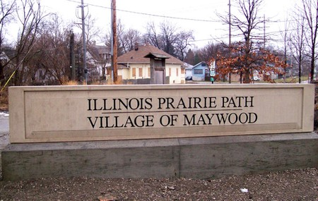 Illinois Prairie Path entrance in Maywood | © Oak Park Cycle Club/Flickr