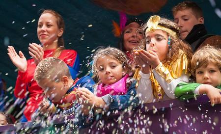 Kids at Mardi Gras parade   © Tamara Kulikova/Wikimedia Commons