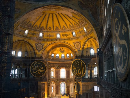 6 Tips to Escape Tourist Crowds in Istanbul