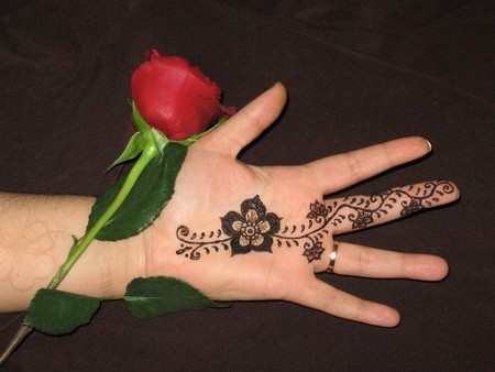 "<a href=""https://www.flickr.com/photos/20256065@N00/392631228/"" rel=""noopener"" target=""_blank"">Floral hand design with a rose"