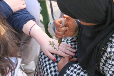 "<a href=""https://www.flickr.com/photos/geographyalltheway_photos/6906798890/"" rel=""noopener"" target=""_blank"">Moroccan lady creating a henna tattoo"