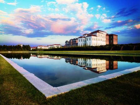 La Reggia di Venaria and grand lake   Courtesy La Venaria Royale