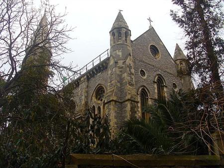 1024px-Crimea_Memorial_Church_(Kırım_Kilisesi)_Beyoğlu,_İstanbul_-_Mart_2013