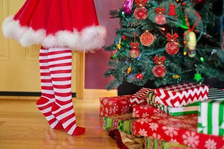 decorating-christmas-tree-2999722_1920 - How Do Romanians Celebrate Christmas?