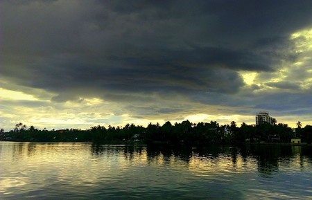 2.ashtamudi_lake_