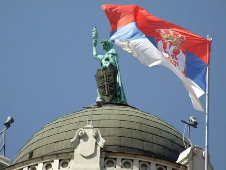 The Serbian flag flying proud | © only_point_five/Flickr