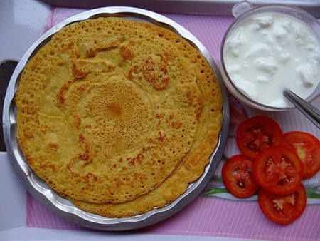 Cambaboor served with yogurt