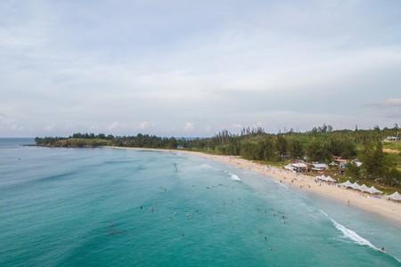 Relax in one of the many beautiful beaches in Borneo   © Yusnizam Yusof / Shutterstock