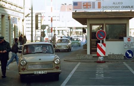1200px-CheckpointCharlie1989