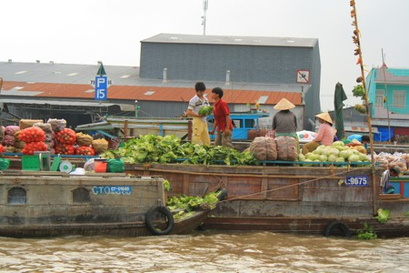 Wholesale floating markets in the Mekong | © Plusgood/Flickr