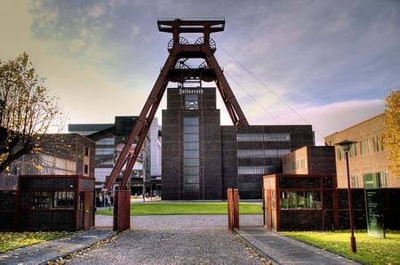1024px-Zeche_Zollverein_Förderturm