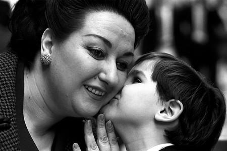 Montserrat_Caballé_with_son_1971