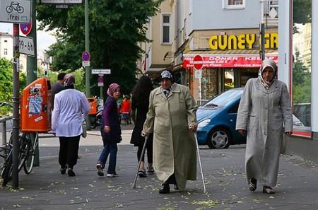 Women walk down Neukölln streets | © Montecruz Foto :Flickr