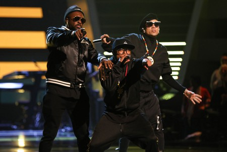 will.i.am, Taboo (Jaime Luis Gomez), and apl.de.ap (Allan Pineda Lindo) perform Pump It on '20 Years Of The Black Eyed Peas'