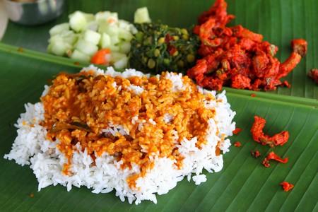 أرز على ورق الموز هو أحد المأكولات الشهيرة بمدينة كوالالمبور، ماليزيا